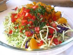 Stacey Snacks shares this pretty presentation. Her Asian Slaw recipe has mandarin oranges and peanut butter. Slaw Recipes, Lunch Recipes, Broccoli Cole Slaw, Asian Slaw, Cabbage Slaw, Coleslaw, Food Items, Food For Thought, Side Dishes