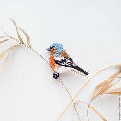 """Купить Брошь """"Зяблик"""" - рыжий, птица, брошь птица, птица брошь, брошь с вышивкой, гладь"""