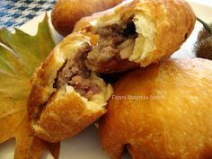 Greek Pastries, Bread And Pastries, Greek Recipes, Real Food Recipes, Pizza Tarts, Greek Appetizers, Filo Pastry, Food And Drink, Snacks