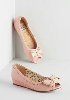 I really need a pair of shoes like these!!! Let me know in the comments were I can find them! Thanks!!!