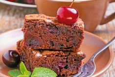 Višňový brownies Brownies, Meatloaf, Deserts, Food, Desserts, Meal, Essen, Hoods, Postres
