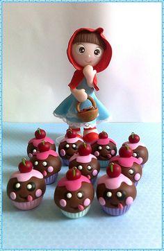Chaveiros delícias bombonzinho p/ loja Rolú...*Ü* E a chapéuzinho vermelho só de olho nos docinhos kkkkkkkk by Sonho Doce Biscuit *Vania.Luzz*, via Flickr