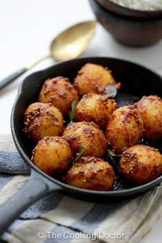 Bombay Potatoes This kind of side dish is satisfying with steamed rice alongside meat based curry, or simply on its own.This kind of side dish is satisfying with steamed rice alongside meat based curry, or simply on its own. Potato Recipes, Vegetable Recipes, Vegetarian Recipes, Cooking Recipes, Healthy Recipes, Batata Potato, Indian Food Recipes, Asian Recipes, Healthy Side Dishes
