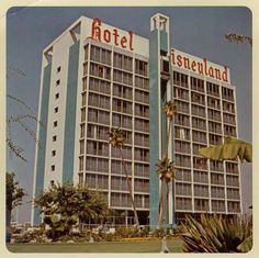 """Oh we partied here.Disneyland Hotel - originally opened on Oct. 1955 with 104 available rooms. In 1966 the """"Hotel Disneyland"""" sign was added. Disneyland Hotel, Vintage Disneyland, Disneyland California, Disneyland Secrets, Anaheim California, Walt Disney, Disney Love, Disney Magic, Disney Theme"""