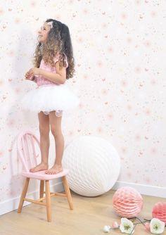 Papel pintado de Lilipinso con mariposas ideal para una habitación de niña