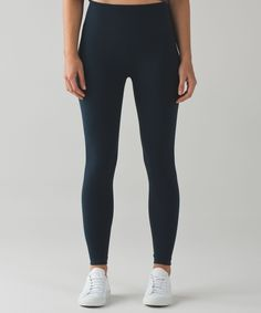 We designed these no-fuss  tights to fit like a second  skin so you can flow  effortlessly from Power to Yin.