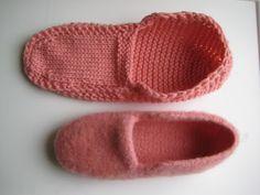 INGEBORGS HYGGEKROG: Opskrift til filtede moccasiner Knitting Stitches, Slippers, Crocs, Ravelry, Sewing, Crafty, Blog, Diy, Fashion