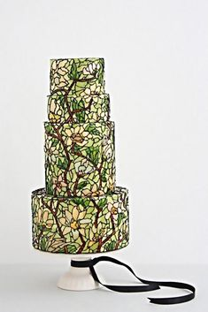 Stained Glass Cakes are always in trend whether you make a simple birthday or elaborate wedding cake. Here are some of the best stained glass cake tutorials Black Wedding Cakes, Beautiful Wedding Cakes, Gorgeous Cakes, Amazing Cakes, Wedding Cake Centerpieces, Fresh Flower Cake, Cake Flowers, Couture Cakes, Painted Cakes