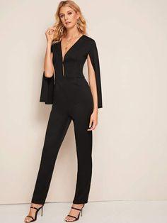 Summer Fashion Outfits, Pop Fashion, Fashion News, Fashion Black, Neck Pattern, Vintage Style Outfits, Vintage Fashion, Lingerie Sleepwear, Cloak