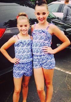 Mackenzie and Kendall Twinning! Dance Moms Dancers, Dance Moms Girls, Girl Dancing, Dance Moms Mackenzie, Maddie And Mackenzie, Mackenzie Ziegler, Maddie Ziegler, Dance Store, Show Dance