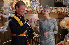 Para la cena de gala previa a la boda real, la Princesa Stéphanie eligió un precioso vestido con detalles florales de color azul pálido #luxembourg #wedding #princess #royals