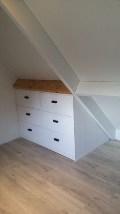 Attic Bedroom Storage, Attic Bedroom Designs, Loft Storage, Attic Closet, Attic Bedrooms, Upstairs Bedroom, Attic Bathroom, Bedroom Loft, Eaves Storage