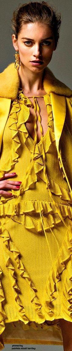 Jose Herrera on Behance Mellow Yellow, Mustard Yellow, What Makes U Beautiful, Yellow Fashion, Shades Of Yellow, Fashion Gallery, Yellow Dress, Fashion Stylist, Summer Looks