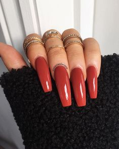 On average, the finger nails grow from 3 to millimeters per month. If it is difficult to change their growth rate, however, it is possible to cheat on their appearance and length through false nails. Aycrlic Nails, Dope Nails, Manicure, Glitter Nails, Perfect Nails, Gorgeous Nails, Pretty Nails, Nail Swag, Fall Acrylic Nails