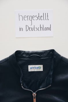 Bei arrivato gibt's hochwertige Lederjacken! REGIONAL PRODUZIERT, GUTE QUALITÄT | arrivato | fair fashion | sustainable fashion | streetstyle | street fashion | photography | leather fashion | leather products | fashion inspiration | fashion woman | fashion ideas | basic shirts | minimal | basic fashion