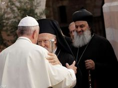 Los líderes religiosos con el Papa Francisco se reunieron fuera de la Basílica…