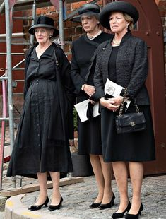 Queen Margrethe, Princess Benedikte of Denmark and Queen Anne-Marie of Greece attended the funeral service of Princess Elisabeth Greek Royalty, Danish Royalty, Greek Royal Family, Danish Royal Family, Adele, Pregnant Princess, Queen Pictures, Casa Real, Royal Dresses