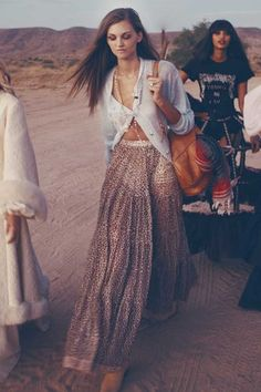 Spring Boho outfits means cozy, chic & comfy spring & summer dresses. If you love boho dresses, then these Spring & summer outfits are your best bet! Ethno Style, Gypsy Style, Boho Gypsy, Bohemian Style, Bohemian Fashion, Modern Hippie Style, Bohemian Lifestyle, Bohemian Jewelry, Mode Hippie