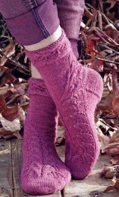 Leafy Socks Knitting Pattern