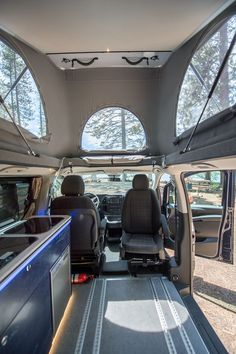Awesome Picture of Best Camper Van Interior. The Van can be a very versatile manner of transport that can possibly be converted to satisfy the necessities of lots of individuals and intentions. Mercedes Benz Camper, Mercedes Van, Pop Top Camper, Best Camper, Luxury Campers, Kombi Motorhome, Van Conversion Interior, Camper Hacks, Camper Ideas