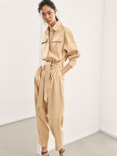 Women´s Monos at Massimo Dutti online. Enter now and view our Spring Summer 2019 Monos collection. Vintage Outfits, Classy Outfits, Vintage Clothing, Beige Outfit, Leather Jumpsuit, Mode Streetwear, Minimal Fashion, Mode Inspiration, Apparel Design