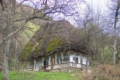 mirrorofthemagus: 1868 Cottage in Apuseni Mountains, Transylvania. Photo by Fushion-of-Horizons. Please retain photographer's credit–many thanks! Fairytale Cottage, Storybook Cottage, Beautiful Places To Visit, Beautiful Homes, Cabins And Cottages, Country Cottages, Country Houses, Unusual Homes, Miniature Houses