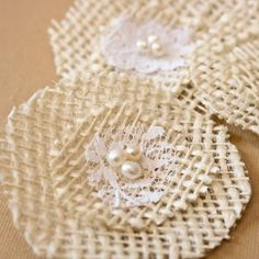 DIY Tutorial: DIY Burlap Crafts / DIY No-Sew Burlap and Lace Flowers - Bead