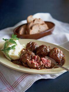 ビールのほろ苦さと肉の甘みが絡み合う|『ELLE a table』はおしゃれで簡単なレシピが満載!