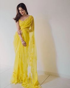 Indian Bridal Fashion, Indian Fashion Dresses, Indian Designer Outfits, Indian Outfits, Saree Fashion, Fashion Outfits, Designer Sarees Wedding, Modern Saree, Silk Saree Blouse Designs