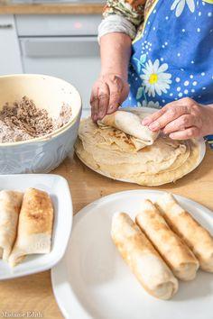 Krokiety z mięsem i pieczarkami - najlepszy przepis mojej mamy - Madame Edith Polish Recipes, Hot Dog Buns, Pancakes, Food And Drink, Cooking Recipes, Vegetarian, Bread, Ethnic Recipes, Kitchen