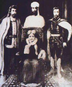 Suposta fotografia onde Helena Blavatsky e o Conde de Saint Germain aparecem