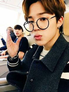 Jimin with glasses! Omg!!!