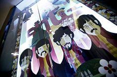 Caroscope Novoceram - Illustration Maria Corte - Beatles #showroom #scenographie #fresque  http://www.novoceram.fr/blog/scenographies/caroscope