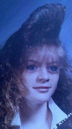 30 Outstanding Hairstyles That You Can Almost Smell the Aqua Net Hairspray ~ vintage everyday Darwin Awards, Awkward Family Photos, Awkward Pictures, Ugly Hair, Nostalgia, Hair Raising, Retro Hairstyles, Hair Photo, Crazy Hair