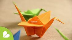 Como hacer una grulla de origami (papiroflexia) paso a paso. Es realmente muy sencillo, al final puedes colgarlas en tu cuarto o un móvil para bebé, quedan m...