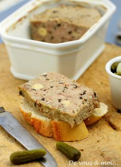 Terrine de veau cèpes et noisettes Charcuterie, Foie Gras, Liver Pate Recipe, Chefs, Meat Recipes, Cooking Recipes, Pub Food, Pesto, Snack
