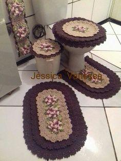 Susan sheffield on Crochet Tablecloth, Crochet Doilies, Crochet Flower Patterns, Crochet Flowers, Crochet Carpet, Crochet Home Decor, Bathroom Sets, Crochet Baby, Crochet Projects