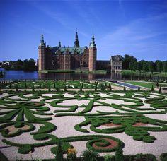 A maze of shrubbery! Frederiksborg castle; Hilleroed, Denmark