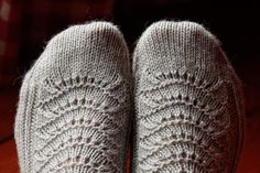 Lace Socks, Crochet Socks, Knitting Socks, Knitted Hats, Knit Socks, Mittens, Knitting Patterns, Winter Hats, Slippers