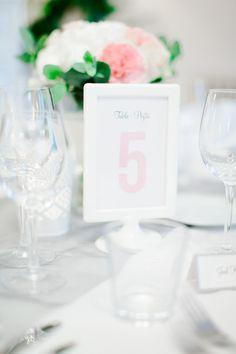 Custom mada wedding stationery by www.makeadesign.fi / Photo: Annika Liinanki via Xenia´s Day http://anna.fi/xeniasday/haakutsut-haiden-paperituotteet/ / Häät