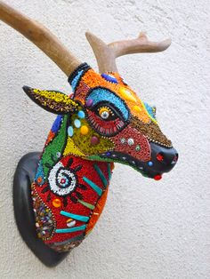 Faux taxidermy deer head with beads Crochet Taxidermy, Faux Taxidermy, Paper Mache Animals, Fabric Animals, Mosaic Animals, Trash Art, Deco Boheme, Found Object Art, Smart Art