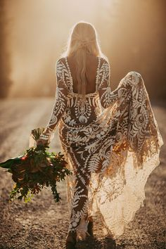Alternative Wedding Dresses - Elopement Inspiration with a Show-Stopping Boho Lace Gown - Rue de Seine - photo. Bohemian Wedding Dresses, Boho Bride, Boho Dress, Bohemian Bridesmaid, Western Wedding Dresses, Modest Wedding, Dress Casual, Dress Lace, Bridal Gowns