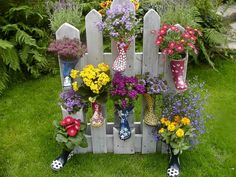Gummistiefel bepflanzt an palette