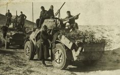 Foto Cavalleggeri di Lodi in Africa Settentrionale Italian Army, Afrika Korps, Armored Vehicles, North Africa, Diorama, Military Vehicles, Wwii, Monster Trucks, History