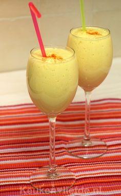 Tropische smoothie met mango en ananas