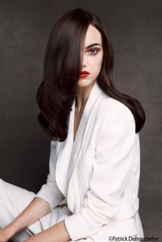 The Essential #Looks 2013 by #Schwarzkopf reflect fashion in New-York.  #Elegance is the master on condition that good hairstyle #care used! http://www.livecoiffure.com/fr/posts/30657-schwarzkopf-looks-2013-2