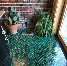 Pink Bathroom Tiles, Hearth Tiles, Ceiling Shelves, Wooden Pallet Projects, Tile Wallpaper, Salon Style, Moroccan Tiles, Small Garden Design, Interior Plants