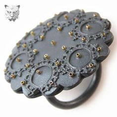 Marianne Anderson - Hand-pierced Rosette Ring with delicate detailing. Made with oxidised silver and 18K gold.