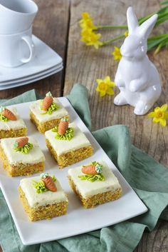 Karottenkuchen (Rüblikuchen) mit Frosting - Rezept - Sweets & Lifestyle® Juicy carrot cake with fros Sweets Recipes, Easy Desserts, Baking Recipes, Cake Recipes, Icing Recipe, Frosting Recipes, Cake Vegan, Coffee Drink Recipes, Cake With Cream Cheese