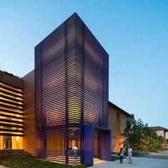 Esse é o projeto da Residência Highland Hall, na Universidade Stanford assinado por LEGORRETA